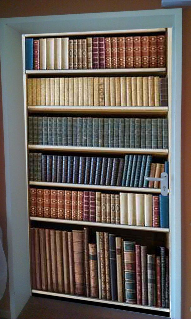 Türbeklebung Bücherwand